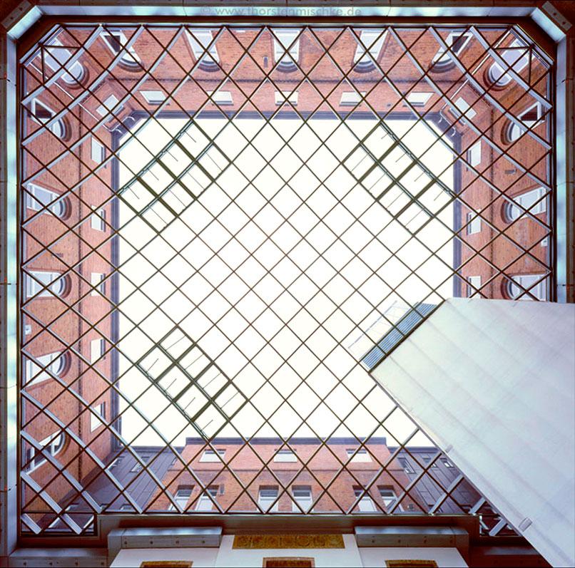 Foto: Landeshaus Kiel  Nordhof  Glasdach Von unten nach oben Tags © www.ThorstenMischke.de Fotodesign Kiel