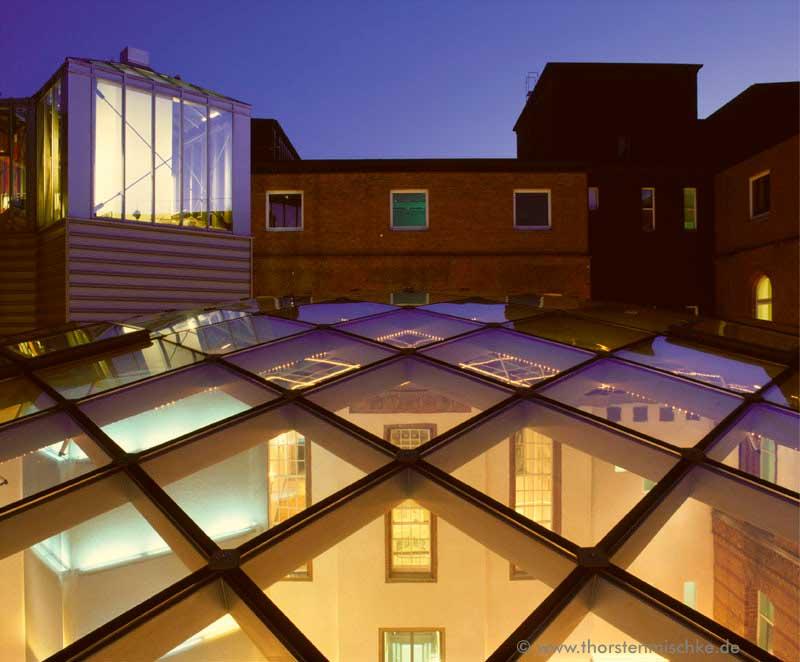 Foto: Landeshaus Kiel  Nordhof  Kuppel Nachts © www.ThorstenMischke.de Fotodesign Kiel
